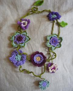 collier fleur crochet